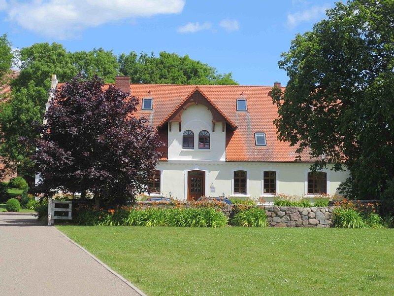 schöne 2 Z-Wohnung (kleinere Whg.) mit riesigem Garten in sehr gepflegtem Umfeld, holiday rental in Boddin