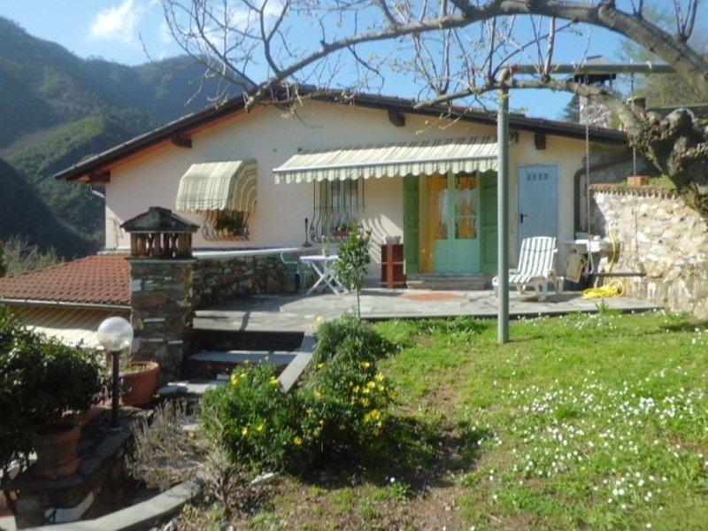 Ruhiges Ferienhaus nah am Sandstrand  Forte dei Marmis, holiday rental in Azzano