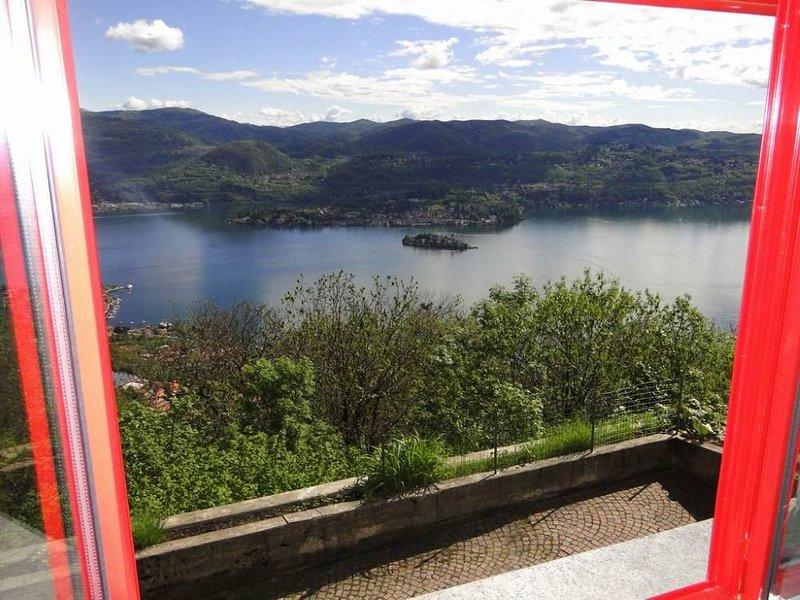 Madonna Del Sasso: Casa con giardino e grande vista sul lago d'Orta, vacation rental in Province of Verbano-Cusio-Ossola