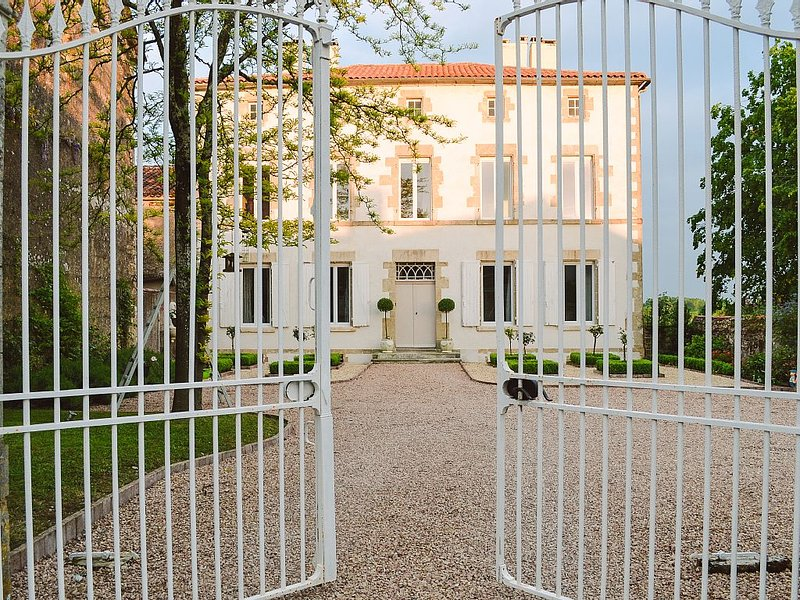Vendee French Manor House, holiday rental in Montournais