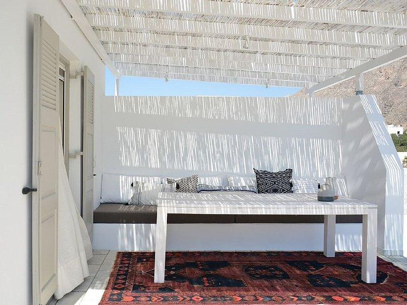 SANTORINI WHITE HOUSE, vacation rental in Perissa