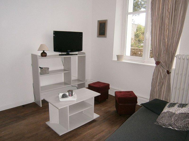 Sala de TV y reproductor de DVD, sofá cama de 140 cm.