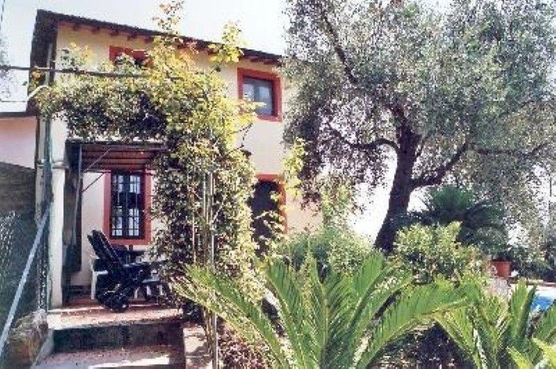 Ruhiges Ferienhaus mit schönem Blick auf die Küste. Schöne Terrasse., holiday rental in Piano di Mommio