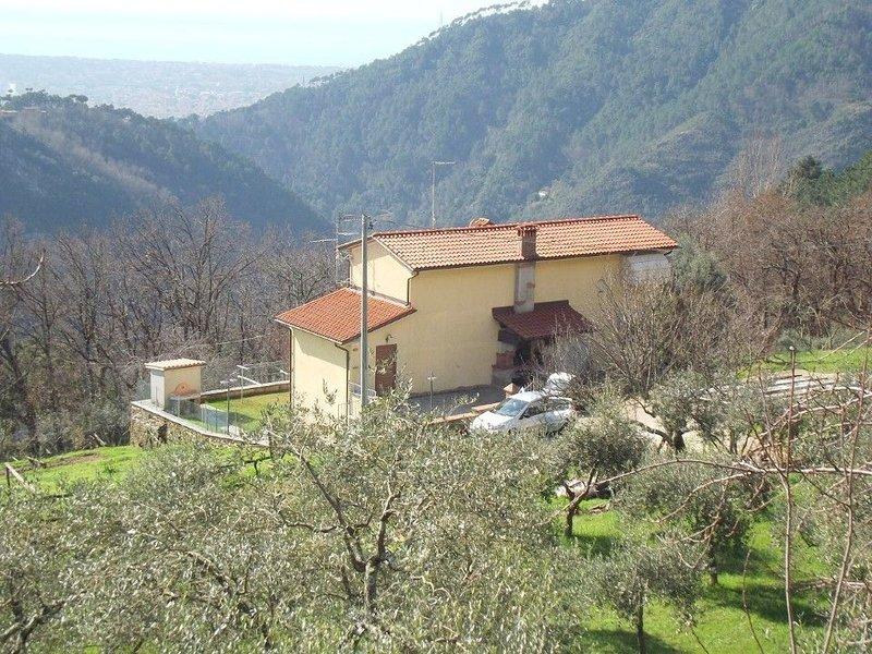 Ferienhaus in schöner ruhiger Lage für 6/8 Personen., holiday rental in Azzano