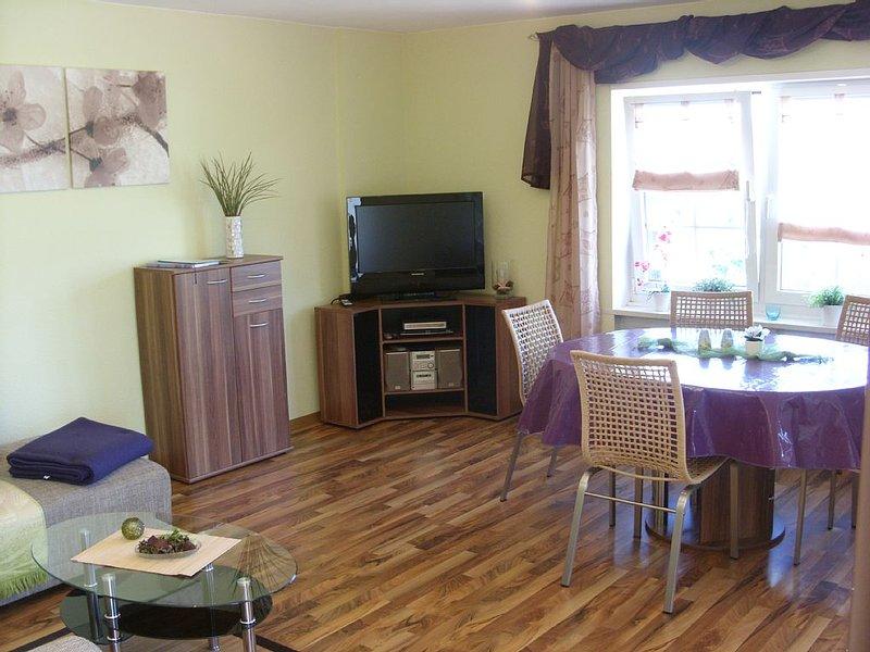 2 separate Ferienwohnungen mit Balkon/Terasse und Garten zur Alleinnutzung, holiday rental in Weiskirchen