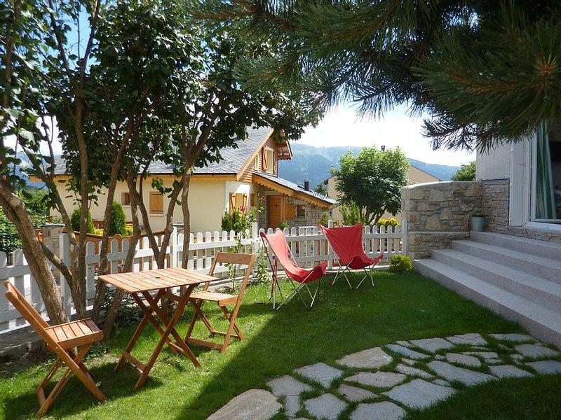 Charmante maison de village située au cœur des Pyrénées Catalanes - La Llagonne, holiday rental in Fontpedrouse