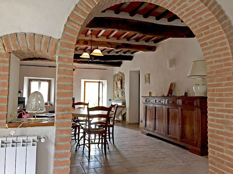 Beautiful house with garden in the center of a medieval village in Tuscany, holiday rental in Montieri