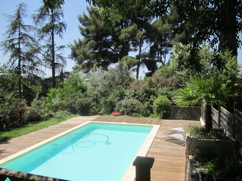 une maison, un jardin, une piscine, du calme: repos assuré, holiday rental in Le Tholonet