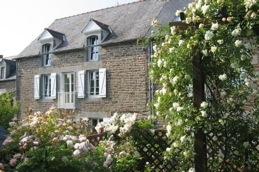 Maison de charme construite au 18e siecle - Super promo jusqu'à fin octobre !, holiday rental in La Vicomte-sur-Rance