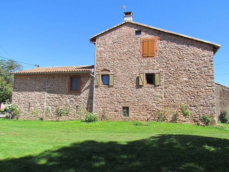Grand gîte à la campagne dans le Sud Aveyron, holiday rental in Verrieres