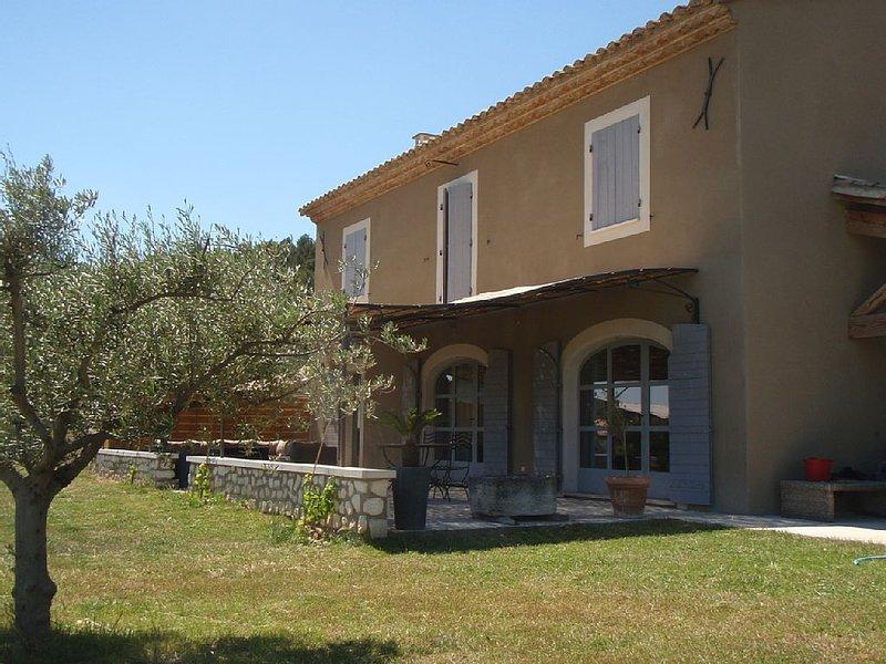 MAS proche AVIGNON et Saint Rémy de Provence, holiday rental in Noves