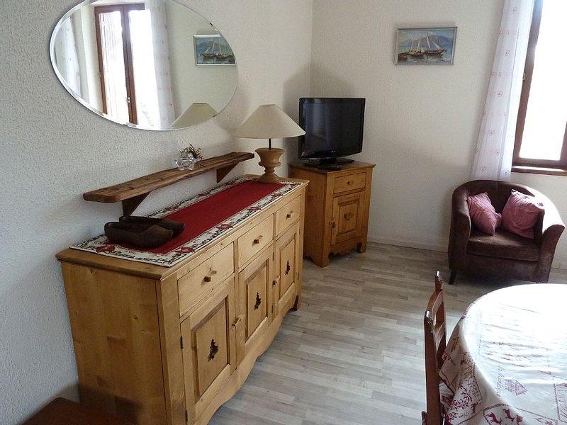 Appartement dans maison avec jardin et parking privatif fermés, holiday rental in Briançon