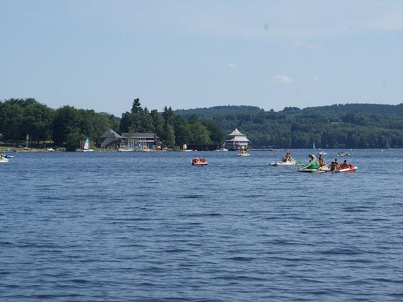 A découvrir :  Les lacs (Lac des Settons en photo)