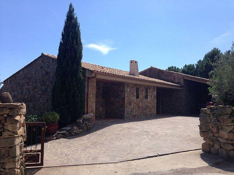 Maison de caractère en pierre de taille  corse vue mer, été comme hiver!, location de vacances à Sari-Solenzara