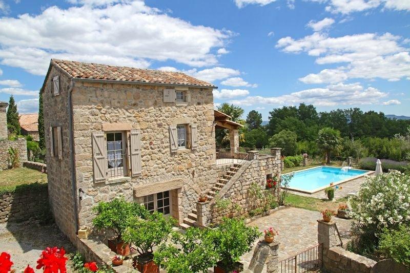 Charmante maison en pierre avec piscine, 4 pers., casa vacanza a Payzac