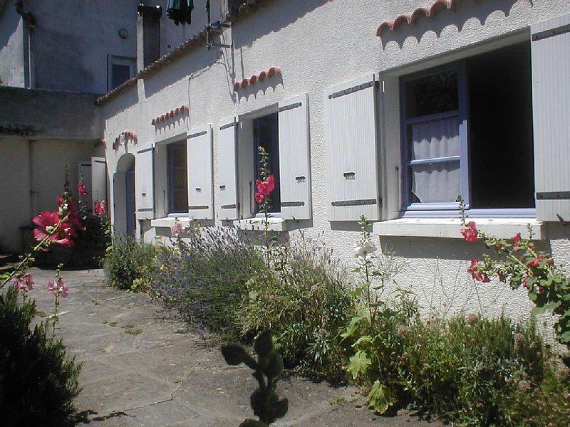 Joli maison au bord de la mer. A pied les plages, commerce et centre ville. WIFI, casa vacanza a Meschers-sur-Gironde