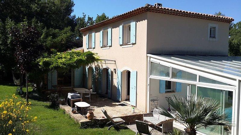Bastide de 160m2 à 15km d'Aix-en-Provence avec grand jardin, vacation rental in Peynier