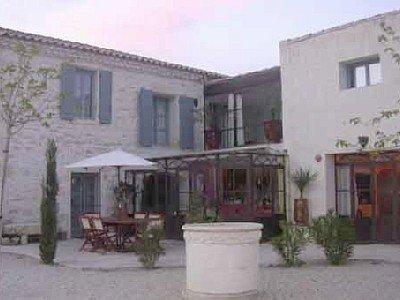 Bastide XIX ème  proche Pont du Gard et Baux de Provence, holiday rental in Bellegarde