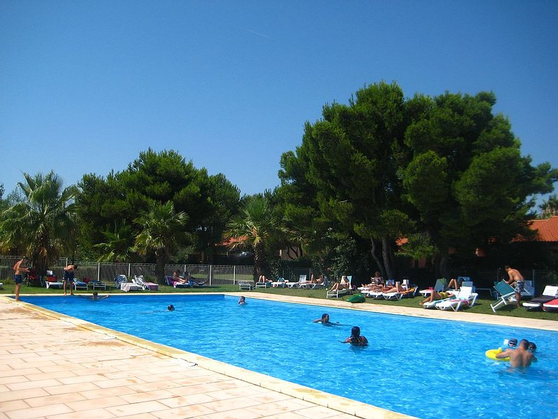 CARRO T3 Résidence ***  300 m de la plage (jardin + piscine chauffée), location de vacances à Port-de-Bouc
