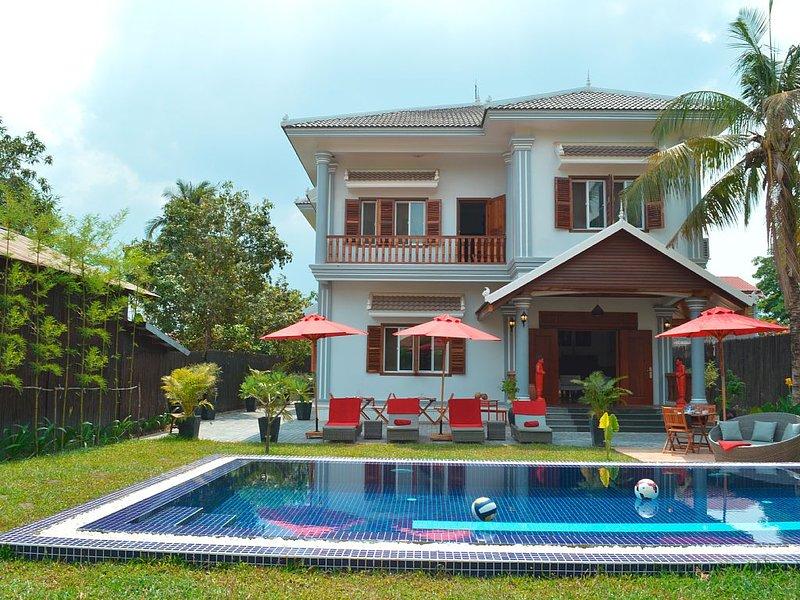 Villa 8/10 pers. 300 m2 avec piscine au coeur de Siem-Reap / Angkor / Cambodge, holiday rental in Siem Reap Province