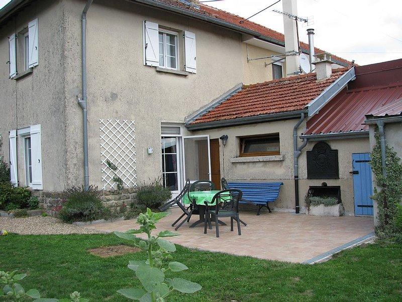 UN PETIT COIN DE PROVENCE DANS LES ARDENNES, vacation rental in Le Chesne