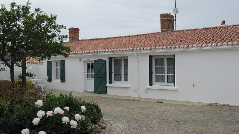 Family house remained authentic, vacation rental in Saint-Gilles-Croix-de-Vie