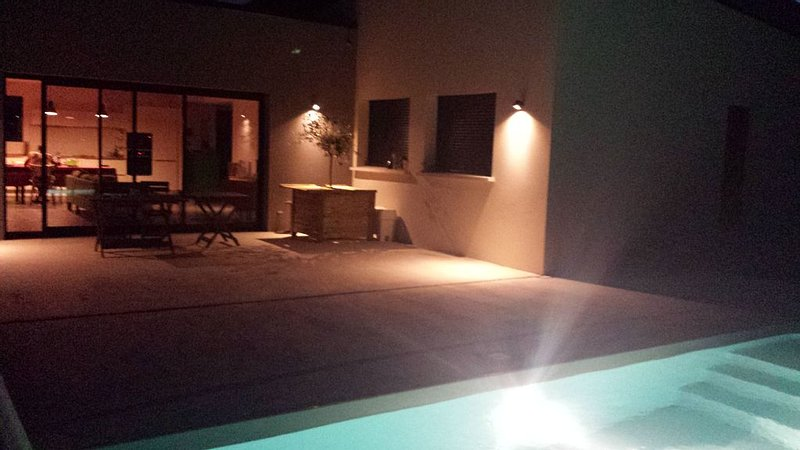 Maison familiale avec piscine, casa vacanza a Mazamet