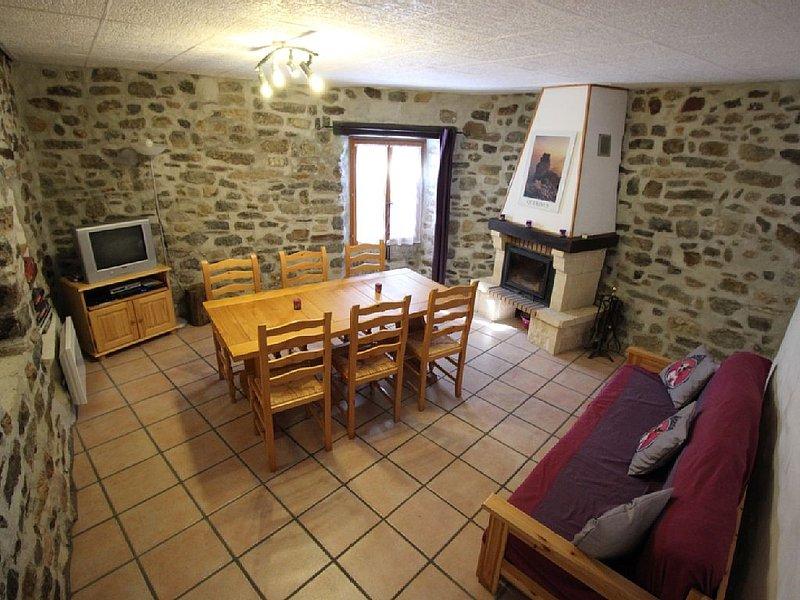 Gite avec WIFI et terrasse proche châteaux et gorges Pays Cathare, holiday rental in Felines-Termenes
