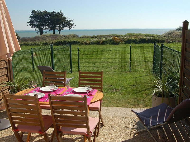 New studio with panoramic sea view 180 ° on the b, holiday rental in Saint-Pierre-Quiberon