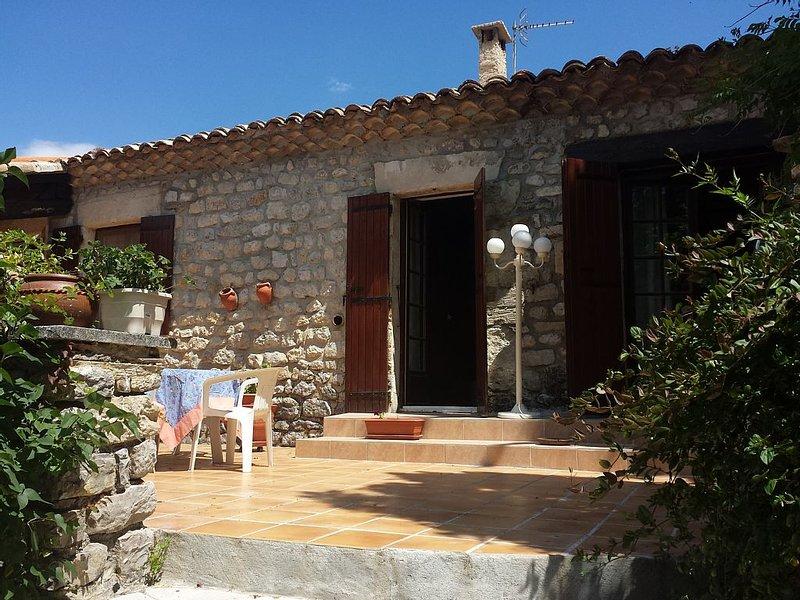 Maison de caractère en Drôme Provençale, vacation rental in Saint-Andre-de-Rosans