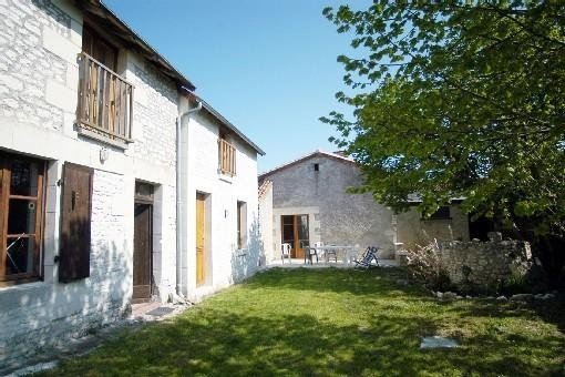 Maison de campagne Sud Touraine à Braslou près de Richelieu - FUTUROSCOPE, holiday rental in Jaulnay