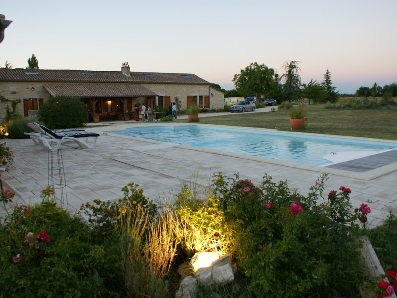 PRESTATIONS HAUT DE GAMME- TRES BELLE MAISON PERIGOURDINE 5CH - PISCINE PRIVEE, vacation rental in Pomport