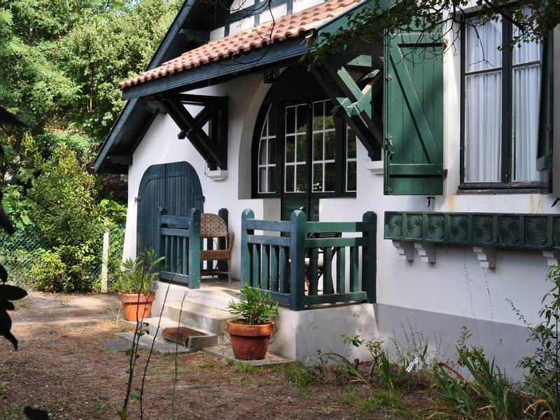 Charmante petite villa des années 30 avec jardin., vacation rental in Capbreton