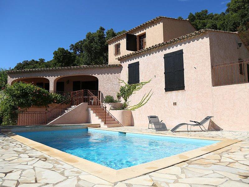 Villa vue sur mer à 20km de Saint Tropez, piscine chauffée, chambres climatisées, holiday rental in Cavalaire-Sur-Mer
