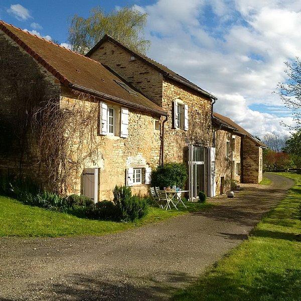 Maison de Campagne  en pierre avec vue et au calme - 6 couchages - Proche Cluny, holiday rental in Chapaize