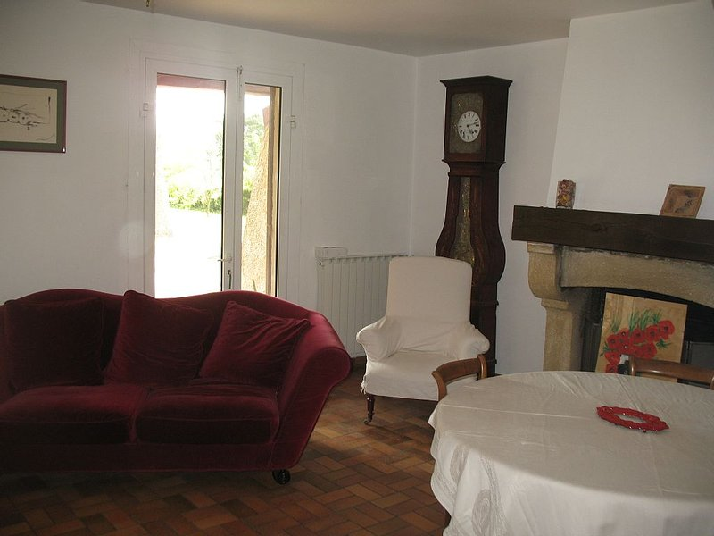 MAISON FAMILIALE EN CAMPAGNE A VELLERON, holiday rental in Velleron