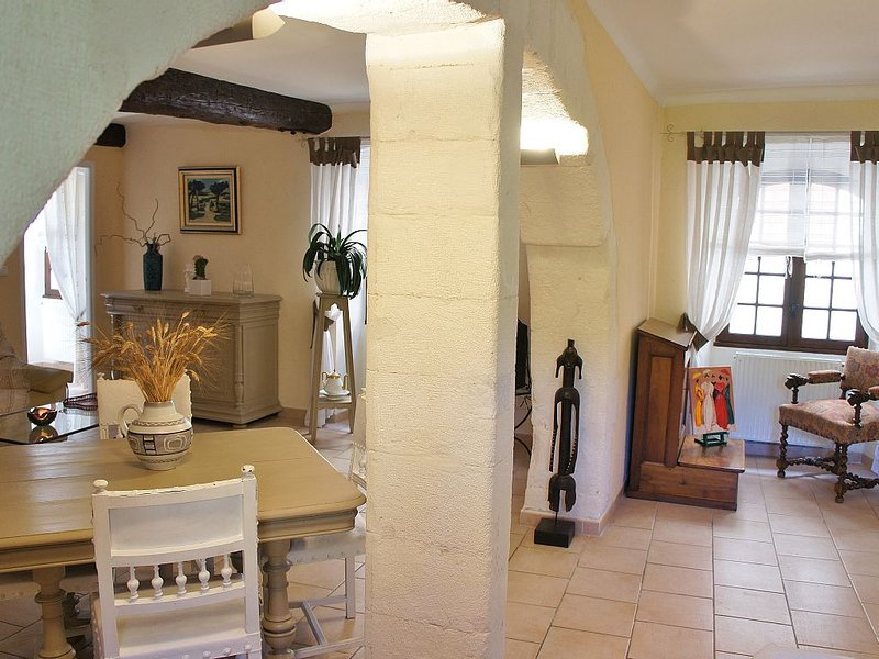 Appartement de charme 80m carre au centre de L'Isle sur la Sorgue, casa vacanza a L'Isle-sur-la-Sorgue