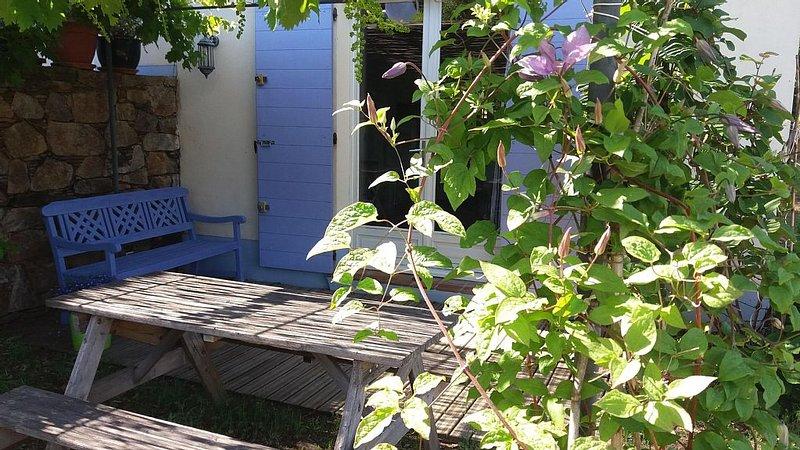 Gîte avec magnifique vue sur grimaud près de la méditerranée en pleine nature, vacation rental in Cogolin