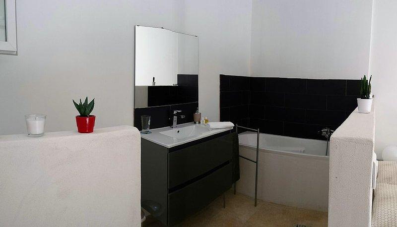 Chambre d'Hôtes proche Uzès 30700, holiday rental in Saint-Laurent-La-Vernede