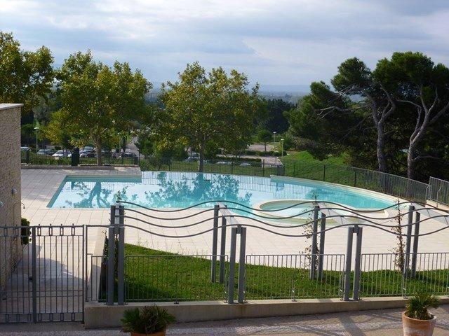 Appartement 45 m² + terrasse au cœur d'un  Golf avec piscine, bar, restaurant, casa vacanza a Fontaine de Vaucluse