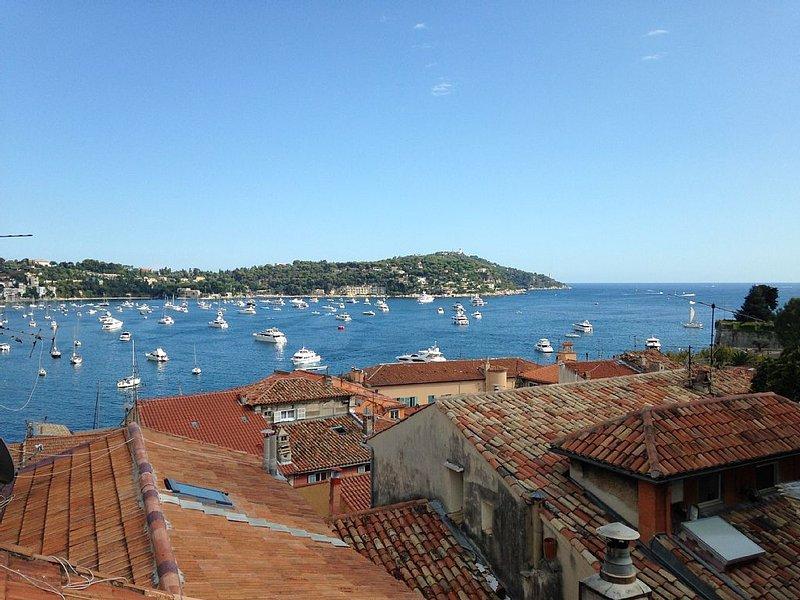 Appartement avec 2 chambres et vue panoramique, holiday rental in Villefranche-sur-Mer