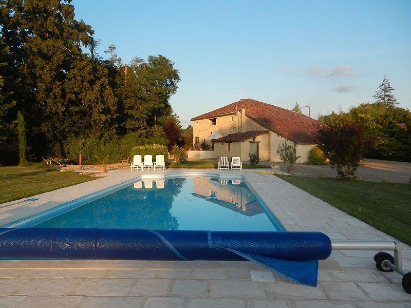 Calme, douceur et  gastronomie.  Maison spacieuse sur 1 ha , 4 ch, piscine, holiday rental in Barbotan-les-Bains