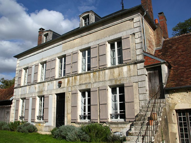 Charming house with pool in the heart of Puisaye Forterre, holiday rental in Lainsecq