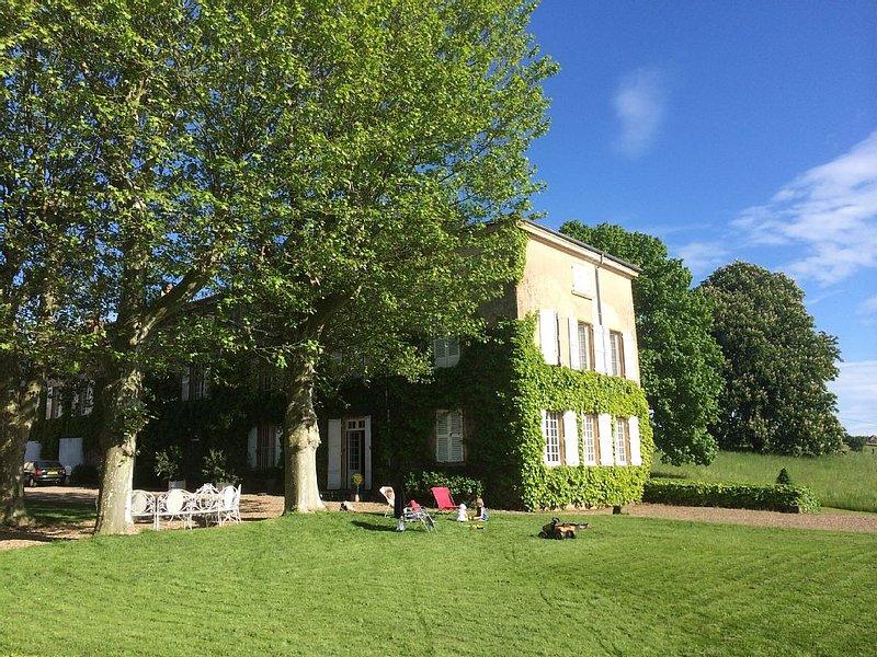 Grande maison bourgeoise familiale XVIII ème s., holiday rental in Saint-Jean-Saint-Maurice-sur-Loire