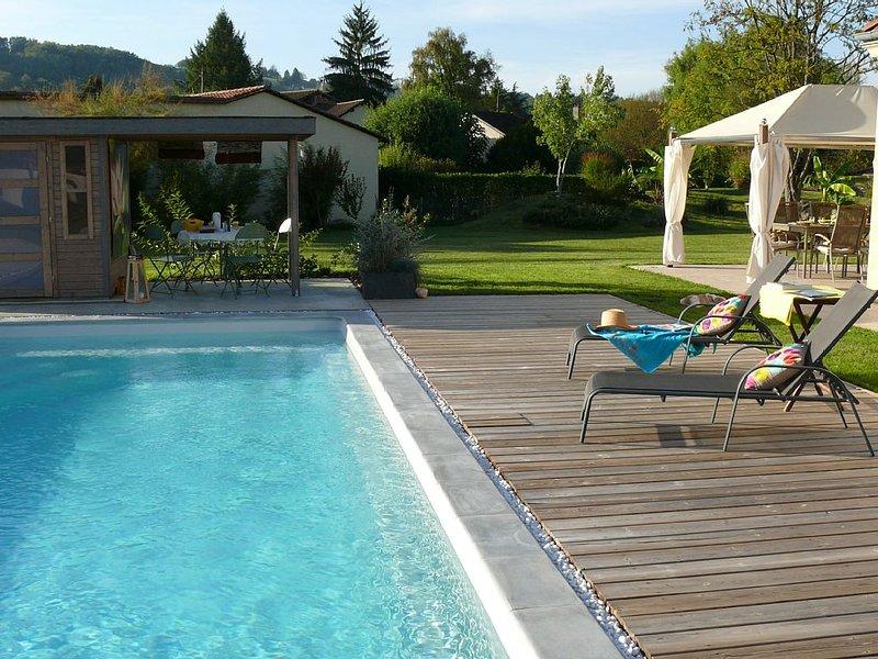 Propriété de caractère avec piscine au cœur de Montignac-Lascaux, vacation rental in Aubas