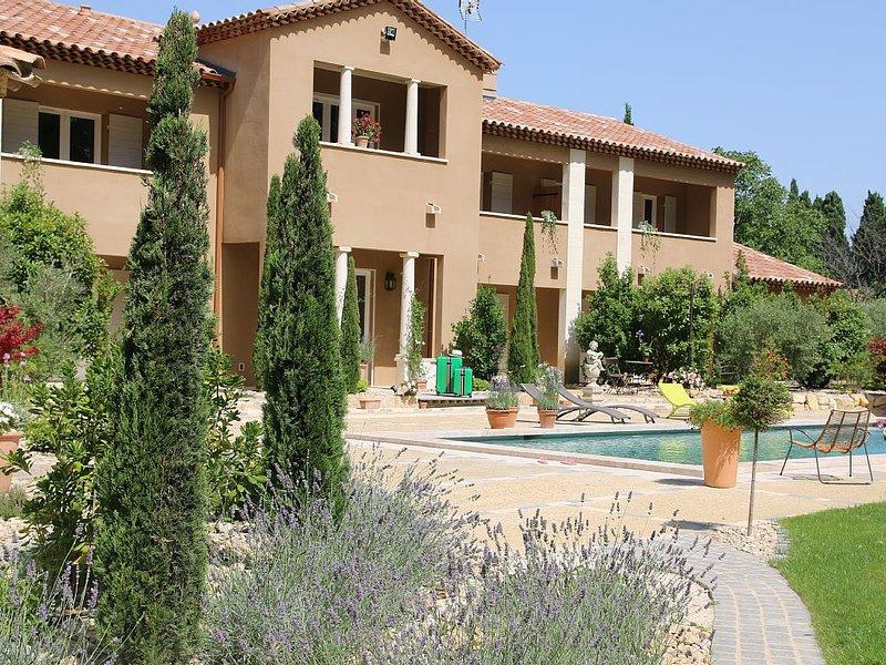 Bastide des cyprès pour 5 personnes avec piscine au coeur des Alpilles- provence, location de vacances à Maussane-les-Alpilles