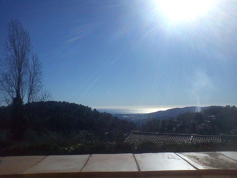 Villa spacieuse, vue mer, grand jardin, holiday rental in Cabris