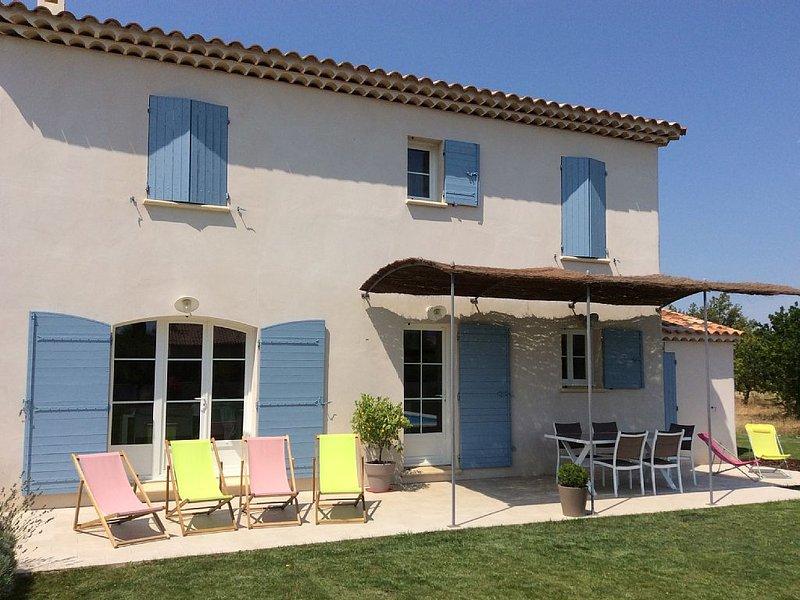 Mas familial de charme climatisé à Pernes les Fontaines - Wifi et Canal+, casa vacanza a Pernes-les-Fontaines