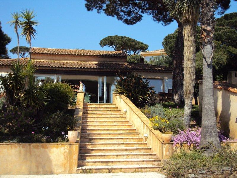 VILLA DE STANDING * VUE MER ET COLLINE * PISCINE*  LA NARTELLE *  12 Personnes, holiday rental in Sainte-Maxime