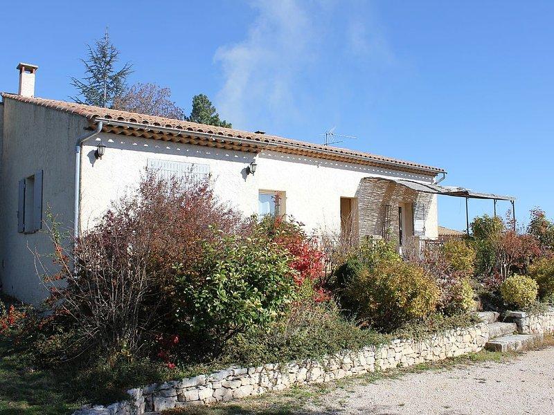 Jolie villa avec piscine au coeur de la Provence, alquiler vacacional en Montfuron
